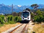 A 5 mn le train reliant Calvi à l'Ile-Rousse