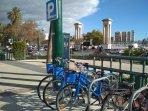 Bicicletas públicas, oficina de turismo , Puerto de Málaga a unos 3 kms del apartamento.