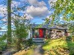 Isle Dream: Hidden Hideaway on its own Hillside.  Short downhill trek to private waterfront.