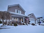 This spacious 3-bedroom, 1.5 bathroom vacation rental is 12 miles from downtown Cleveland.