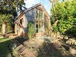 HIRONDELLE, open-plan, countryside, modern interior, near Romsey, Ref 954901