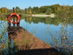 L'un des 6 pontons dispersés autour de l'étang afin de pêcher