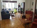 Amplio y cómodo salón. Dispone también de un sofá cama de 1.35cm.
