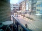 Terraza y plaza contigua