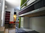 Petite pièce 6 m² ( lits superposés pour enfants et ados.)