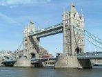 Tower Bridge, 20 minutes away - Underground Circle Line