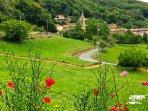 Hameau de Prouilhe vu des Jardins de Marlo