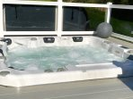 5/6 person 120 jet jacuzzi with lights and ice box.