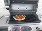 12' pizza cooked to perfection on hot plate. i grill (smart phone requied with app)