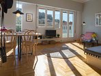 Sunny and bringt living and dining area