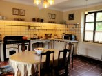 Perfectly placed by the dining room, this traditional French kitchen is fully equipped.