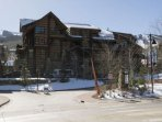 This is the Treehouse Ski School and the access to the lifts from the entrance to Tamarack