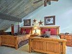 The second bedroom offers 2 sumptuous queen mattresses.