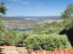 vue sur le lac, Gréoux, le Lubéron et le Mont Ventoux