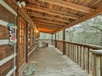 Up to 5 guests will find everything they need for a comfortable retreat at this quaint cabin.