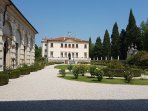 Entrance from the 'giardino all'Italiana' on the left the Forsteria with the portrait of Palladio.