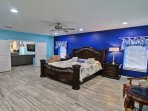 Captain's quarter( master bedroom)- 2nd floor with sitting area, en suite bath, jacuzzi , balcony
