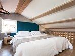 Casa Amando - penthouse - open gallery bedroom