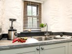 1½ bowl sink and dishwasher.