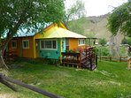 Bright and cheerful, spacious and adorable - The Sunset Cottage , great for large groups up to 16 !