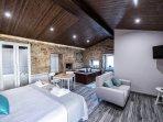 El apartamento cuenta con todas las comodidades y un fantástico jacuzzi donde os podéis relajar.