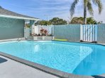Perfectly named, the 'Sunshine Retreat' is a 4-bedroom, 2-bathroom Largo vacation rental house close to the beach!
