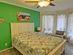 Queen size memory foam bedroom on the 1st floor, flat screen, cable TV, sitting area.