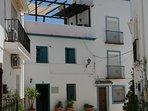 Casa Charcas bevindt zich in één van de smalle straatjes van het witte bergdorpje Ojén