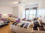 habitación 4 camas 0,90 cm. con baño-terraza con vistas a la sierra y vestidor