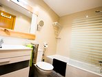 baño completo  compartidopara habitaciones de 2 camas y de 3 camas