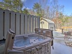 This property offers incredible mountain views and a private hot tub!