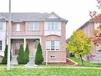 Bright Cozy Townhouse In The Heart Of Richmond Hill