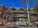 Sitting right in the heart of downtown, this condo will give you all the best of Aspen just a short walk away!