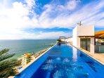 Rooftop Infinity Pool, Jacuzzi & Los Muertos Beach