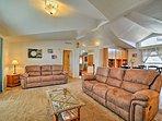 This 2,000-square-foot home sleeps 15 guests on a Utah getaway.