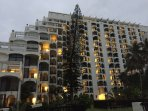 Seaside ambience when the sun goes down. Enjoy a sunset walk on the beautiful hotel lawns.