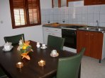 H Pierida (8+4): kitchen and dining room