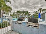Host a poolside barbecue picnic!