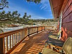 This deck boasts commanding mountain views!