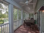 Dine outside bug-free in the screened in porch overlooking the Golf Course