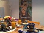 Table du petit déjeuner dans la salle à manger