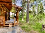 Welcoming, peaceful, dog-friendly cabin - easy access to lake & skiing!