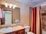 Twin room en-suite full bath