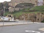 Escaleras mecánicas y restos del Convento de San Pablo