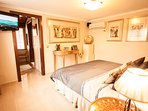 Bedroom No. 4, 21 m2, A / C, music center, TV with 500 channels, etc.. Option : Super King size bed