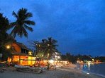 Unawtuna / Mirissa tourist beaches, cafes, bars snorkelling diving centres 20 minutes away