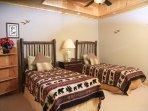 Sunset Ledge_Twin Bedroom_Enchanted Mountain Retreats