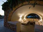 Lounge cave