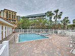 You'll have access a community pool and hot tub.