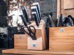 La cuisine est entièrement équipée de matériel de qualité.
